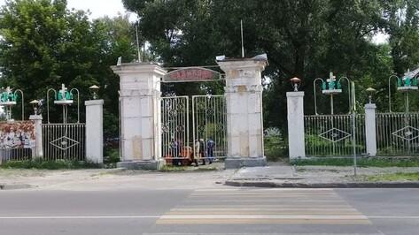 Колонны сквера Тельмана в Воронеже оказались не подлежащими ремонту