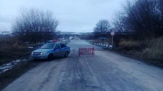 В подгоренском хуторе Покровка подтопило мост через реку Сухая Россошь