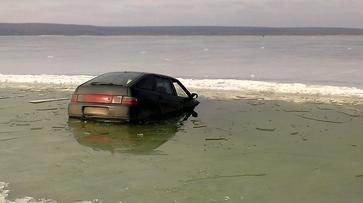 В Воронеже «ВАЗ» провалился под лед водохранилища