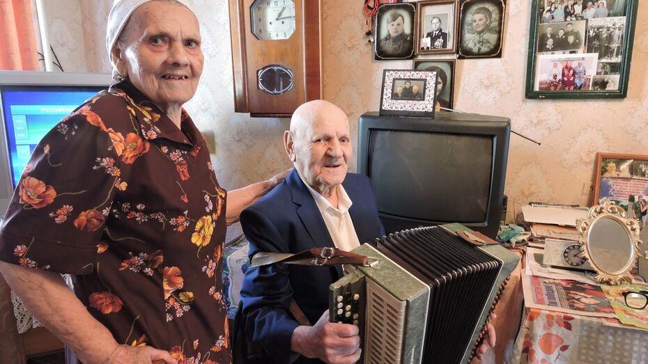Семья кантемировских фронтовиков получила юбилейные медали
