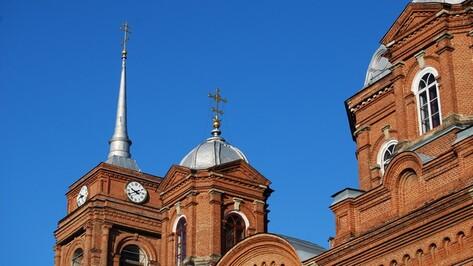 В Бутурлиновке после ремонта запустили старинные часы на колокольне Спасо-Преображенского собора