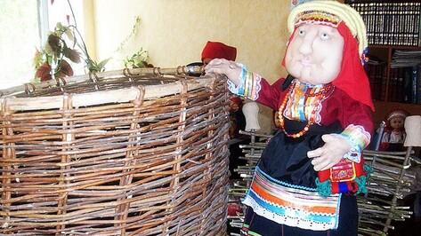 Работники репьевской библиотеки собрали коллекцию кукол в народных костюмах