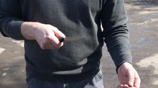 В воробьевском поселке Первомайский мужчина ранил ножом 17-летнего племянника