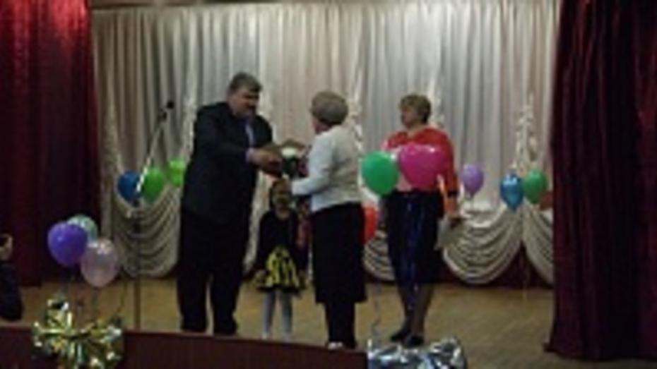 В Поворино приемные матери получили награды от районного отдела образования