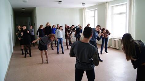 В Ольховатке молодежь пригласила чиновников на зарядку
