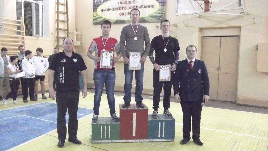 Нижнедевицкий гиревик победил на областных соревнованиях
