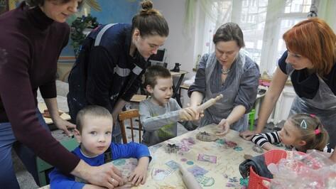 Реабилитация длиною в жизнь. Как в Воронеже детей-аутистов учат гончарному делу