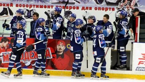 Хоккеисты «Россоши» на выезде разгромили саровскую «Ракету»