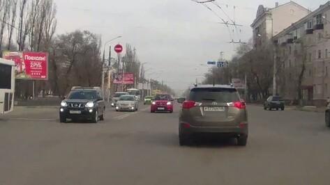 В Воронеже автоледи оштрафовали за попавшее на видео нарушение