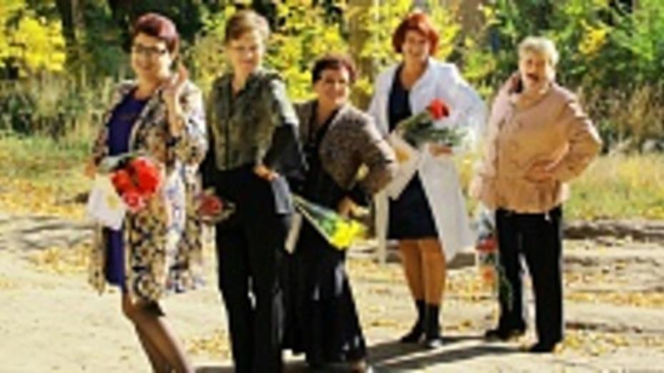 Шесть семилукских учителей получили министерские награды