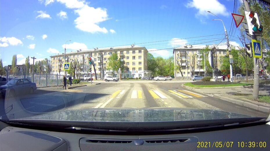 На пересечении улицы Урицкого и Московского проспекта в Воронеже сломался светофор