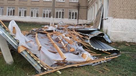 В павловском селе ураган сорвал часть школьной крыши