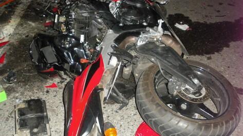 Два парня разбились в Воронеже при столкновении мотоциклов