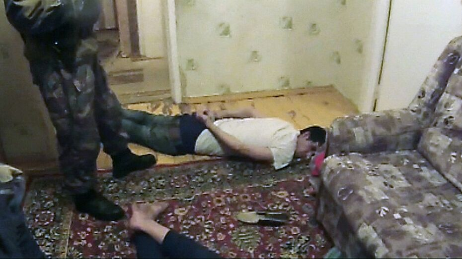 В Воронеже таджик-наркодилер в момент задержания выпрыгнул из окна