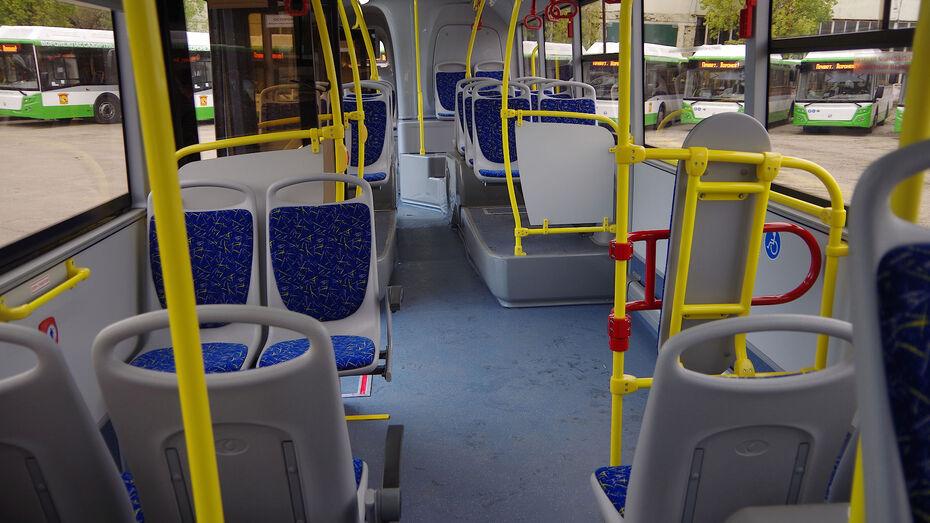 Автобус №52 попал в ДТП в Воронеже: 2 пассажира пострадали
