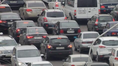 Мелкие ДТП заперли транспорт на Московском проспекте в Воронеже
