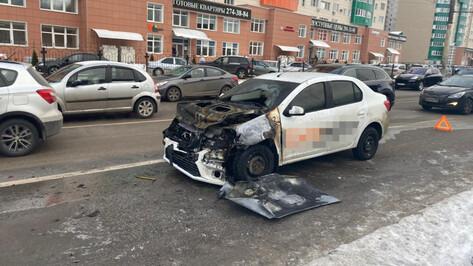 В Воронеже таксист устроил массовую аварию с пожаром и сбежал