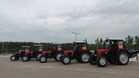 Воронежский лесопожарный центр получил новые спецтрактора
