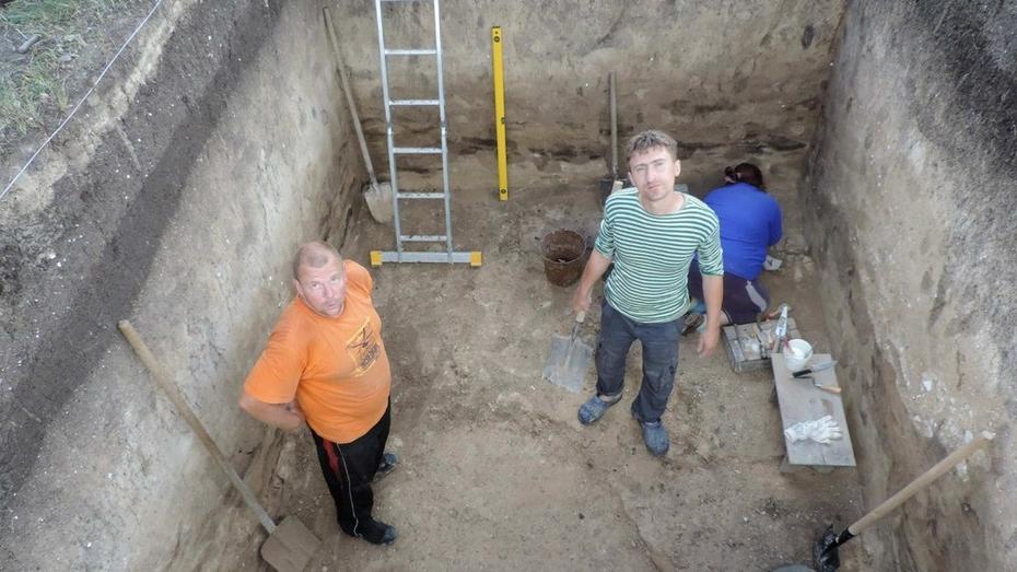 Ученый из Санкт-Петербурга  исследует стоянку древних людей «Костенки-12»