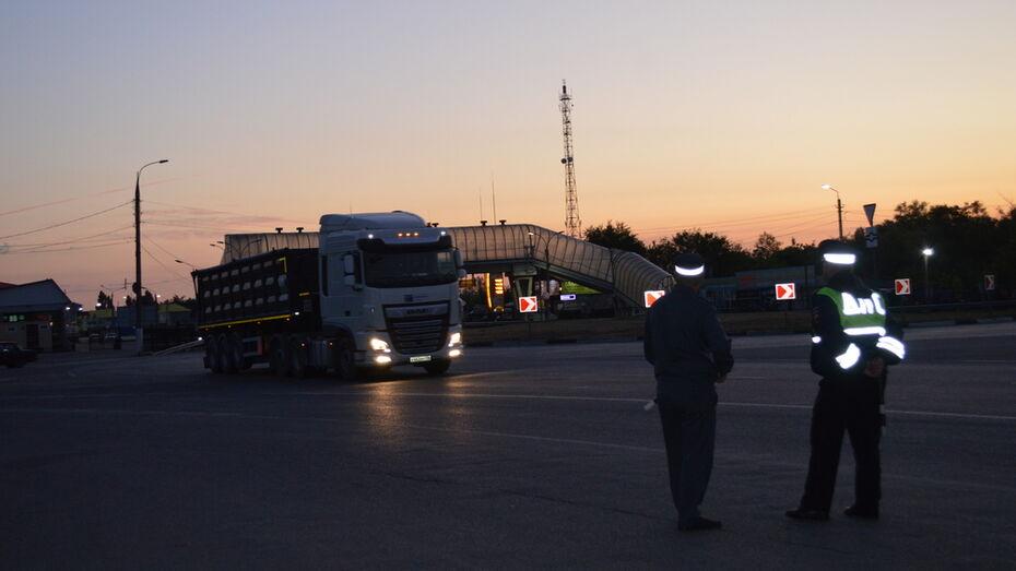 В Павловске на трассе М-4 «Дон» проверили самочувствие водителей-транзитчиков