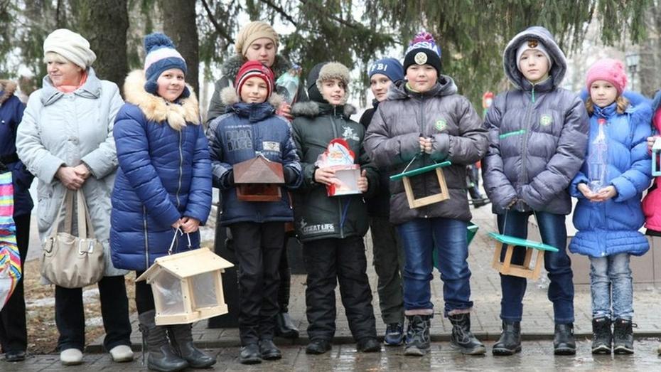 Бобровские журналисты накормили птиц