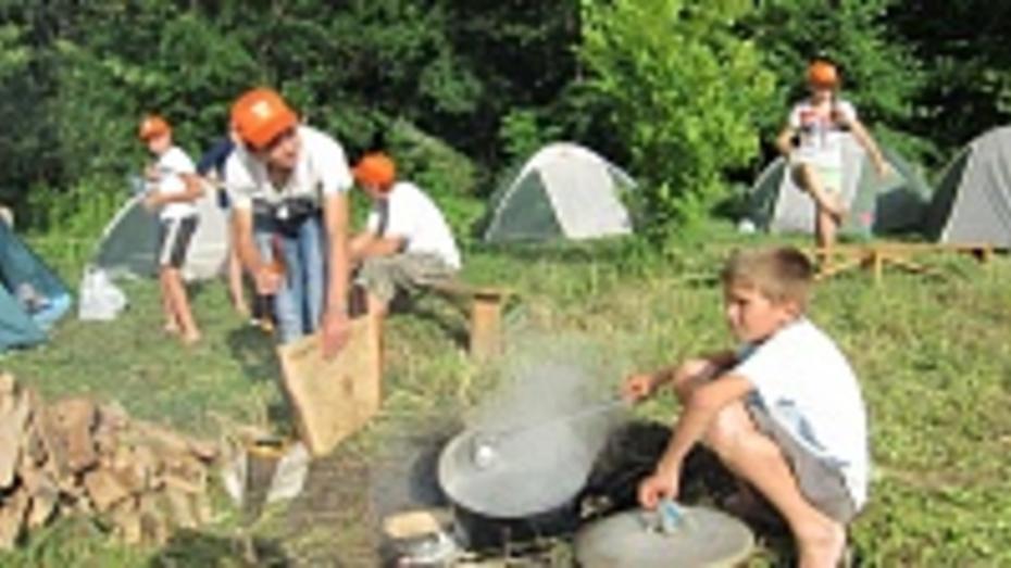 Под Бутурлиновкой появился палаточный городок