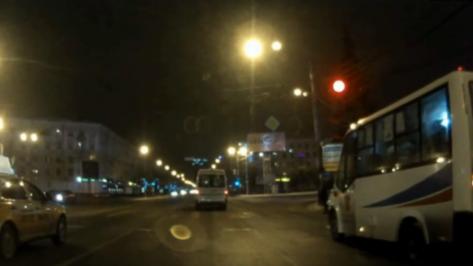 Столкновение маршрутки №105 и «ВАЗа» в центре Воронежа попало на видео