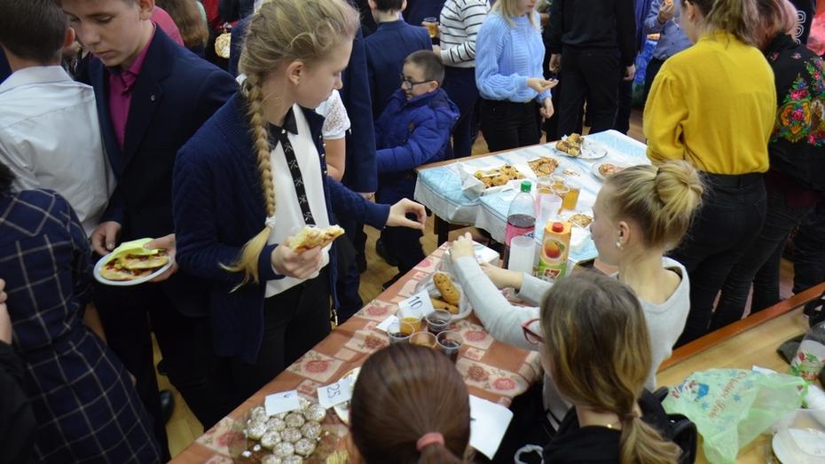 Верхнемамонские лицеисты провели благотворительную ярмарку в помощь многодетной семье