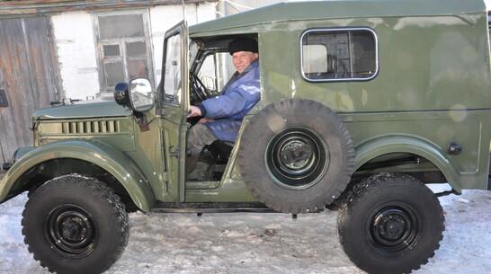 Сюрприз на колесах. К Новому году воронежскому пенсионеру бесплатно отреставрировали авто