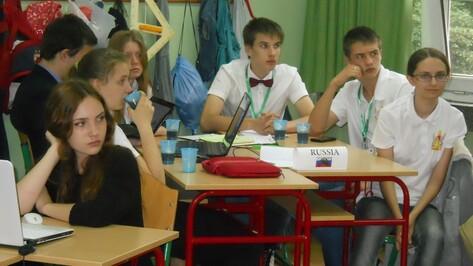Верхнемамонский школьник вернулся с международного научного турнира