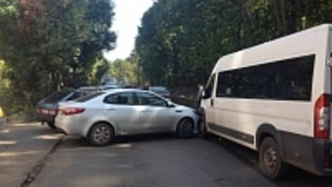 ДТП на Ломоносова спровоцировало в Воронеже серьезный затор