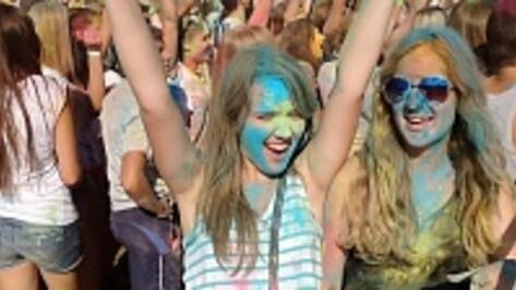Участников фестиваля в Воронеже поливали краской из 25 баллонов (ВИДЕО)