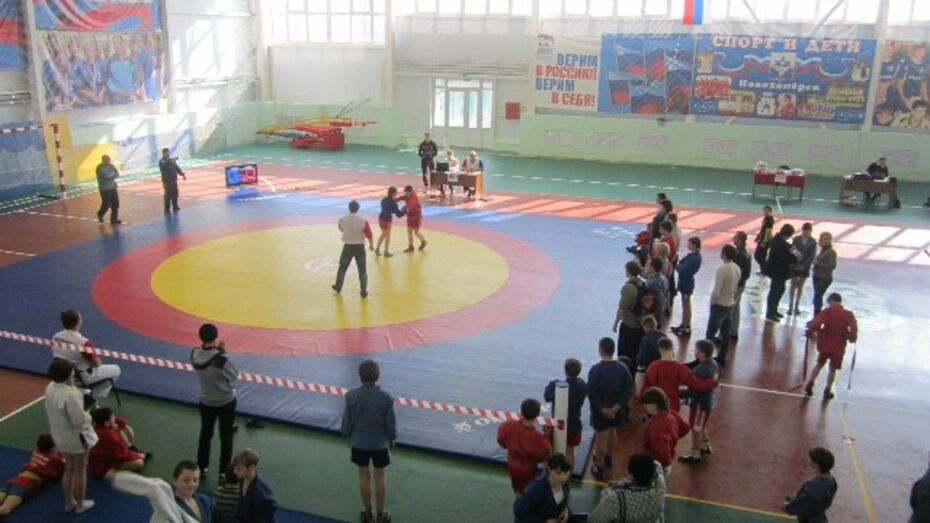 На областном турнире по самбо новохоперские спортсмены завоевали 11 медалей