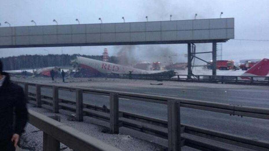 На Киевском шоссе горит пассажирский самолет