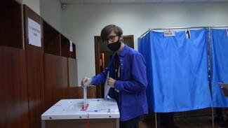Житель села Верхняя Хава пришел на избирательный участок в день своего 18-летия