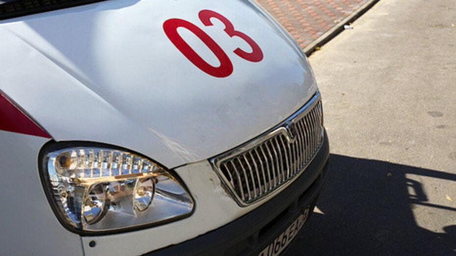 В Воронеже «Газель» на скорости влетела в припаркованный КамАЗ