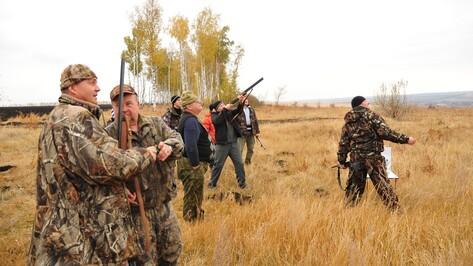 Острогожские охотники соревновались в стрельбе по летающим тарелочкам