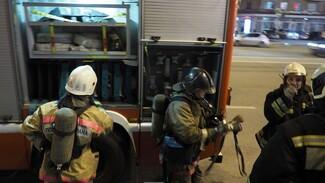 Из воронежской 9-этажки эвакуировали 35 человек из-за пожара