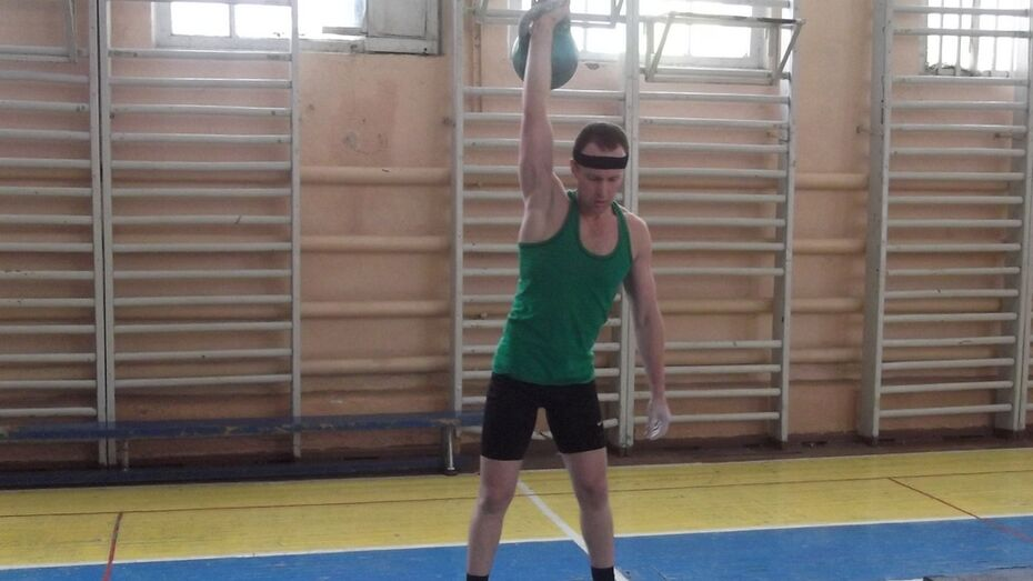 Нижнедевицкий спортсмен стал победителем областных соревнований по гиревому спорту