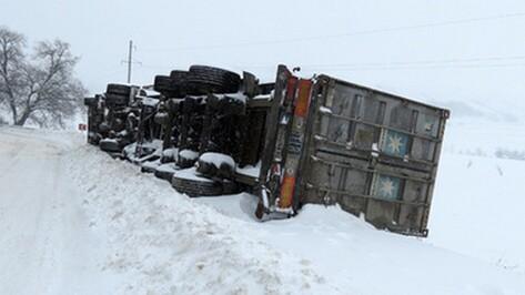 В Терновском районе столкнулись 2 фуры с щебнем