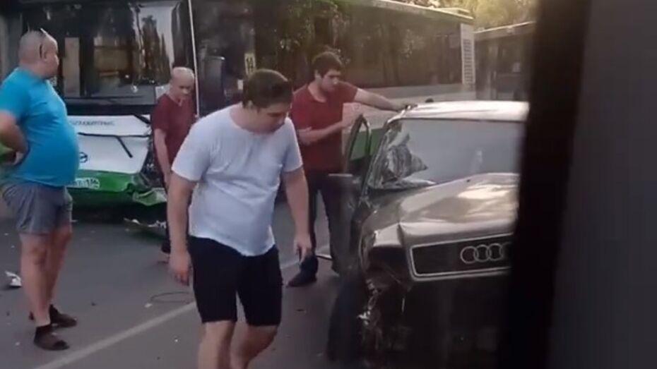 Пьяный воронежец выехал на встречку и врезался в маршрутку