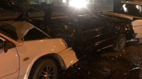 Под Воронежем лихач на «четырнадцатой» протаранил вереницу машин: 2 пострадавших