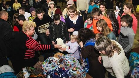 Аннинские предприниматели подарили игрушки детям с ограниченными возможностями