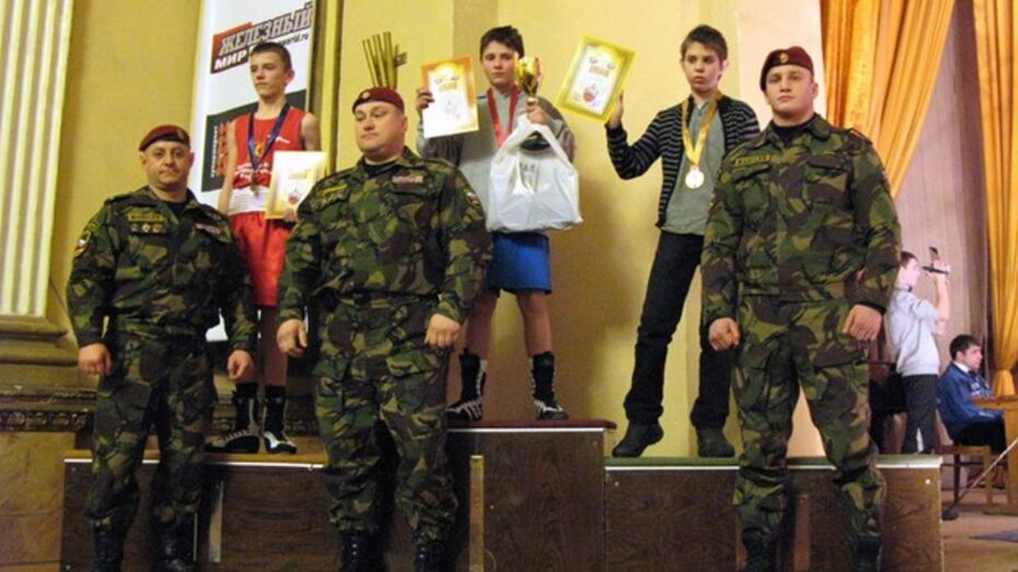 Сильнейшими боксерами турнира в честь воронежского СОБРа стали питерцы