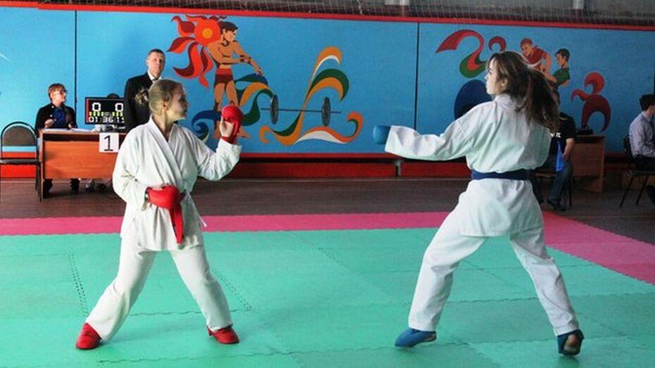 Поворинские каратисты завоевали 8 медалей на областном турнире