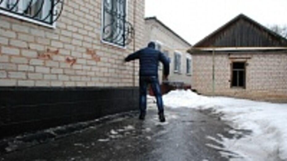 В Кантемировке из-за ночного дождя дороги покрылись ледяной коркой