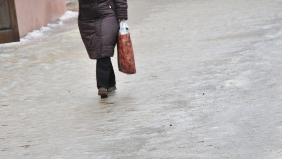 В Борисоглебске тротуары превратились в катки