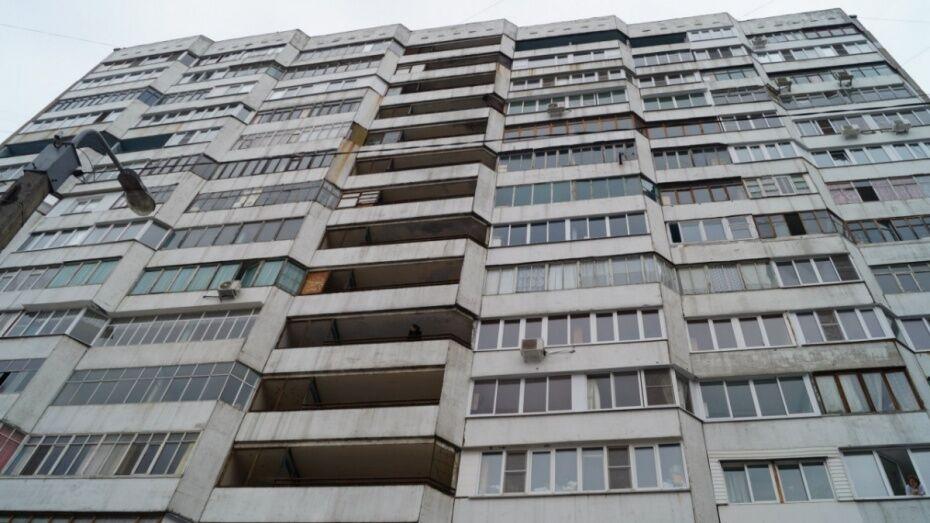 Воронежцы вызвали спасателей из-за сидевшей на подоконнике 15 этажа девушки