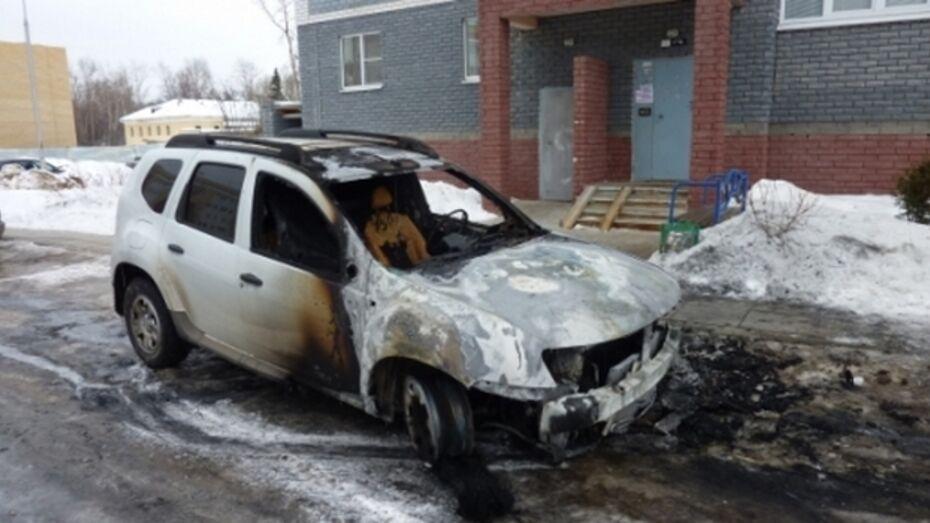 В Коминтерновском районе загорелся автомобиль
