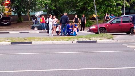 Очевидцы: после въезда иномарки в остановку в Воронеже на том же месте сбили школьницу